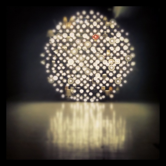Light installation made from discarded lamps - Luxury Logico